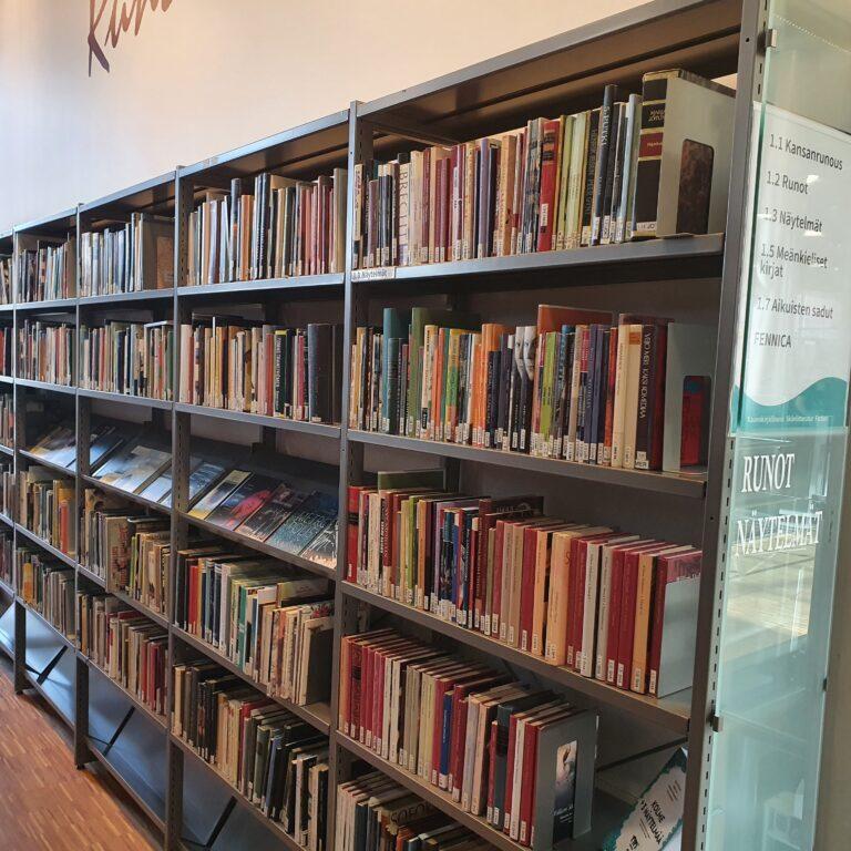Sellon kirjaston runo- ja näytelmähylly