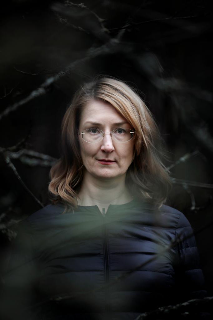 Kirjailijan Emmi Itäranta kuva.
